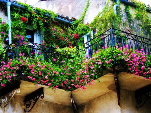 18 kvapą gniaužiančių balkonų dizainų – vien dėl jų norisi naujo namo