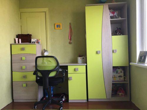 Parduo vaikiškų baldų komplektą