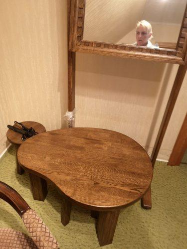Spintos 6vnt., veidrodis, žurnalinis staliukas, staliukas vaikiškas su dviem kedutemis, 2 indaujos,komoda