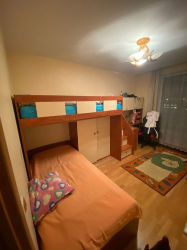 Parduodamas naudotas vaikisku baldu komplektas